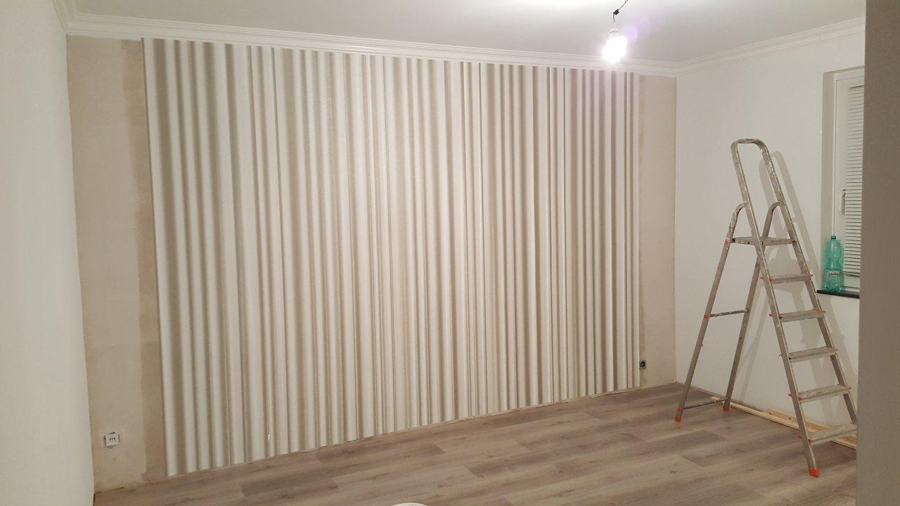 """Das Wohnzimmer - Tapezieren der """"bunten"""" Tapete"""