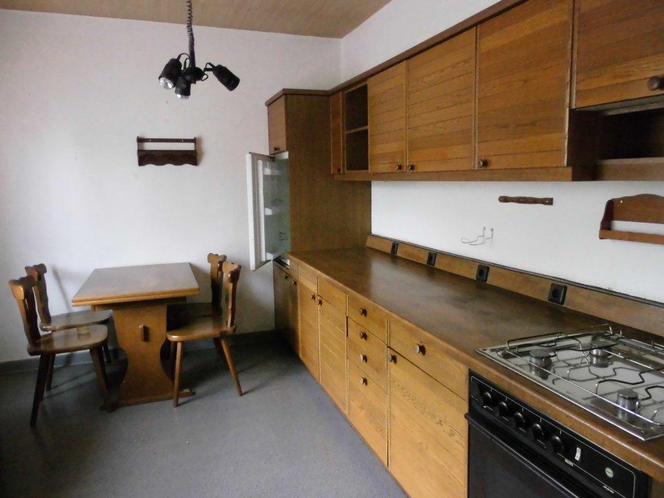 Die Küche - geräumig mit Blick auf Garten