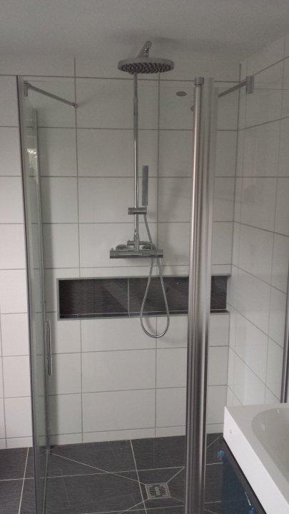 Das Bad - Montage der Dusche